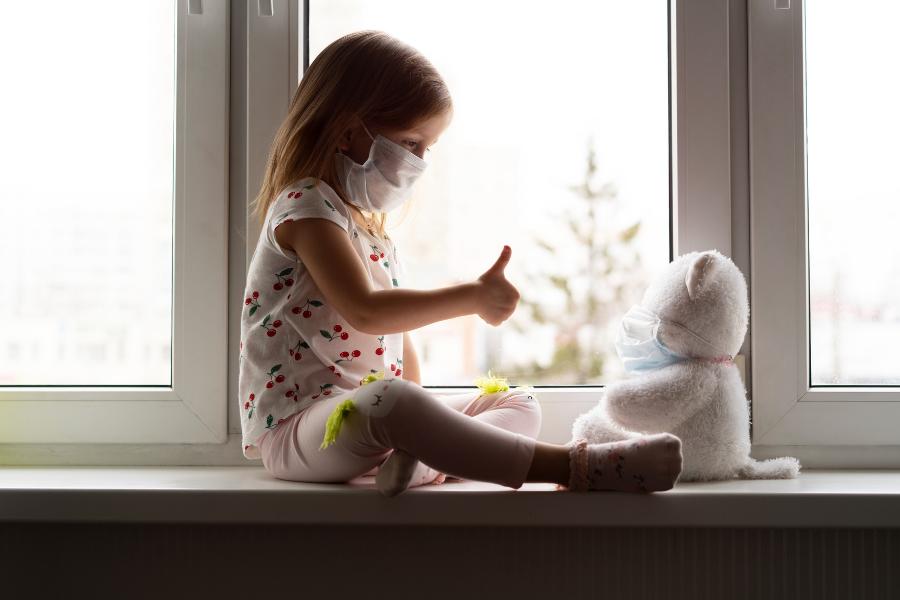 Comment expliquer les gestes barrières à ses enfants ?