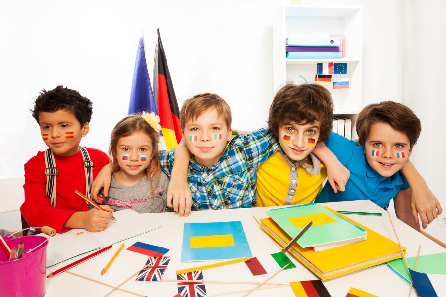 Eveil aux langues : les bienfaits pour les enfants
