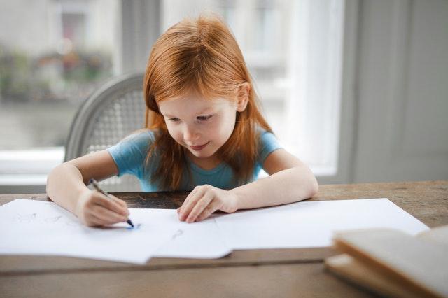 Comment appréhender le moment des devoirs avec mon enfant?